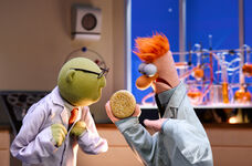 Warburtons-Honeydew-and-Beaker