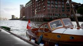 DerSchatzDesKäptnKarotte-HamburgHarborBoatingMuppets01