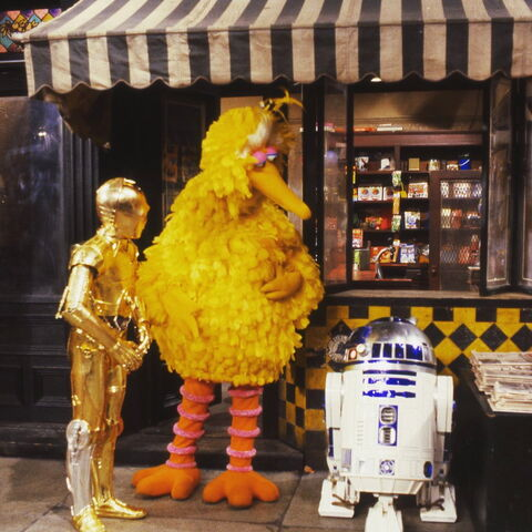File:Bird and droids.jpg
