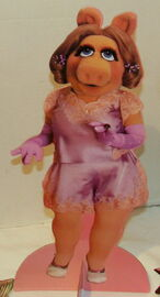 Colorforms 1980 miss piggy paper doll set 3