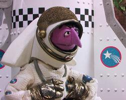 Count astronaut 4835