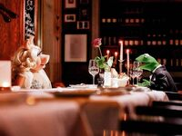 Germany-Berlin-Hotel-Ritz-Carlton-Kermit&Piggy-(2012-01)-03