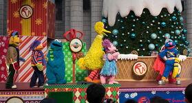 Ussingapore dec 2013 sesame street saves christmas show 7