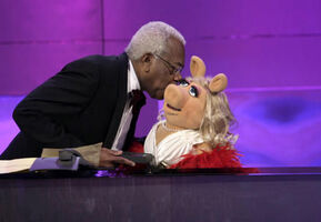 Kiss Trevor McDonald Piggy