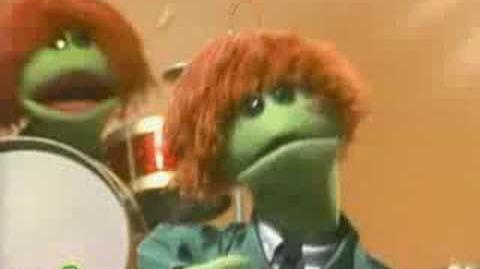 Sesame Street Cookie Monster Sings 'Hey Food'