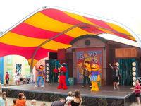 Elmo rocks show
