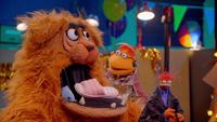 MuppetsNow-S01E02-CarolTheHamper