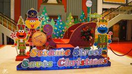 Universal studios singapore 2014 sesame street saves christmas 01
