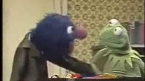 Classic Sesame Street - Grover Gets A Nose Warmer