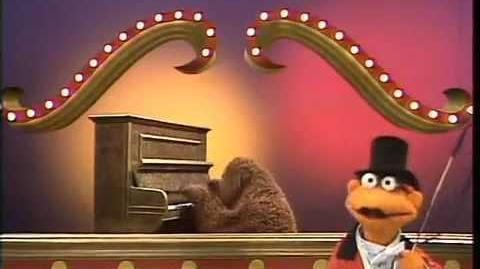 The Muppet Show - Simon Smith and His Amazing Dancing Bear