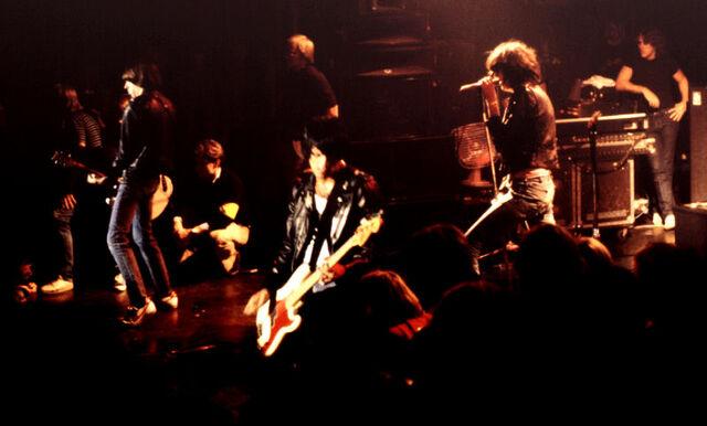 File:Ramones 30081980 10 800.jpg