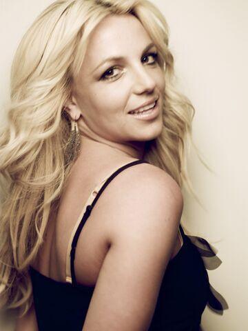 File:Britney-Photoshoot-2010-Cliff-Watts-Cosmopolitan-britney-spears-19189060-1922-2560.jpg