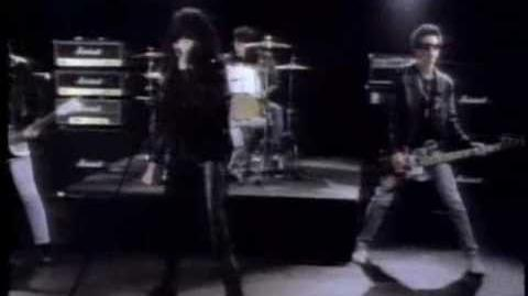 """The Ramones - """"Merry Christmas (I Don't Want To Fight Tonight)"""""""