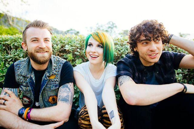 File:Paramore2014.jpg