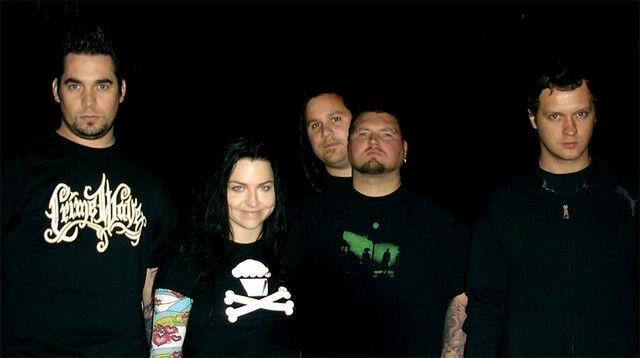 File:Evanescence Oct 24, 2006.jpg