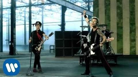 Green Day - American Idiot OFFICIAL VIDEO