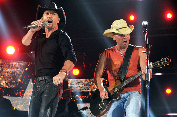 File:Tim mcgraw kenny chesney.jpeg