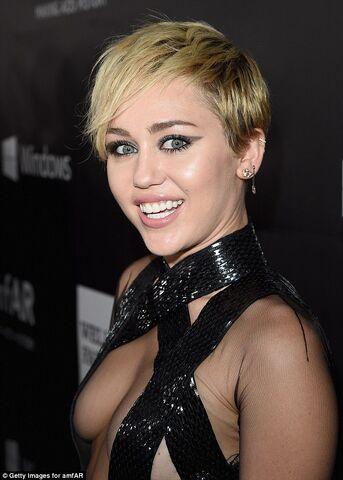 File:Miley cyrus2.jpg