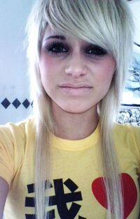 Blonde-scene-hair