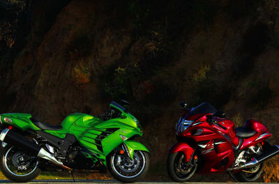 146-1206-02-z comparison-test kawasaki-ZX14R-and-suzuki-hayabusa