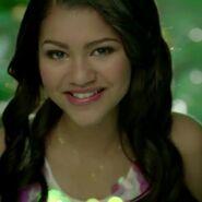 Kira Lucias2