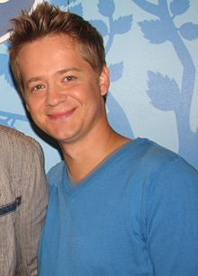 File:220px-Jason Earles 2010.jpg