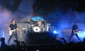 300px-Blink-182 2011-12-11 10
