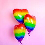 Los globes de muchos colores y en la forma de heart