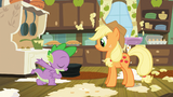 Spike se présente à Applejack (S03E09)