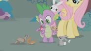 Spike avec des animaux S1E07