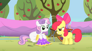 Sweetie Belle en compagnie d' Apple Bloom