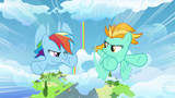 Rainbow Dash et Lightning Dust (S03E07)