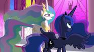 Celestia et Luna discutent de l'avenir de Twilight (S03E01)
