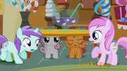 Sweetie Belle et Scootaloo sous la table S1E12