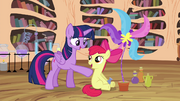 Apple Bloom arrive à fabriquer des potions S4E15