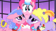 Pinkie Pie ends singing S01E26
