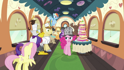 Pinkie with line of passengers S2E24