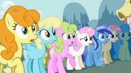 1000px-Ponies gasp over Rarity's new look S1E06
