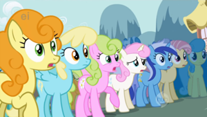 300px-Ponies gasp over Rarity's new look S1E06