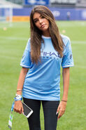 Madison-beer-sings-the-national-anthem-at-yankee-stadium-in-the-bronx-new-york-07-30-2016-5