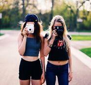 Best-friends-girls-polaroid-polaroid-cameras-Favim.com-3912102