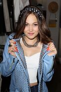 Kelli-berglund-at-kitson-boutique-in-los-angeles 23