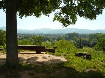 File:Schlosspark-Hugstetten-Aussichtspunkt-Belvedere-Steinoktogon.jpg