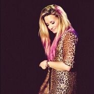 Beautiful-blonde-demi-lovato-dip-dye-Favim.com-699328