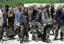 Walking-dead-season-2-walkers-600x419