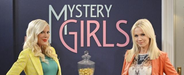 File:Tori-Spelling-L-Und-Jennie-Garth-Sind-Die-Mystery-Girls.jpg
