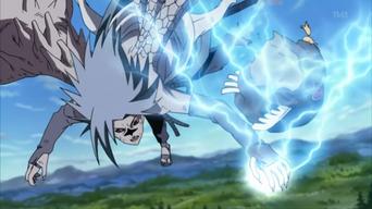 830px-Sasuke usa el Chidori para escapar