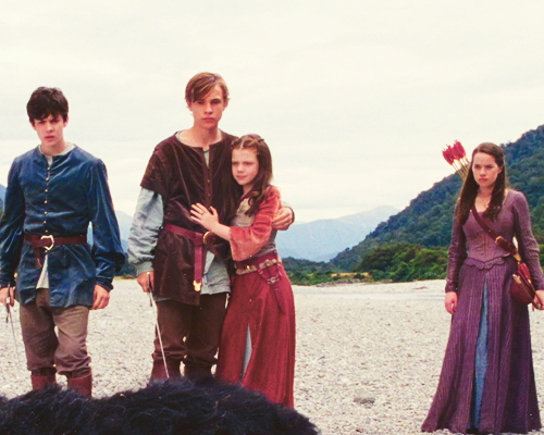 File:Peter, Susan, Edmund and Lucy (1).png