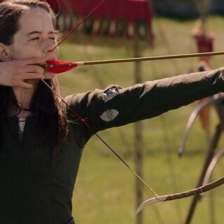 Сьюзан учится стрелять из лука