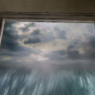 Вода льётся из картины в фильме